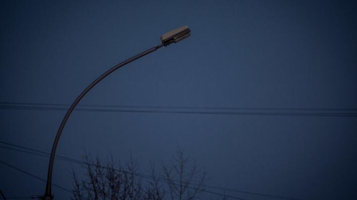 Кварталы у Бугринского моста остались без света из-за обрыва ЛЭП