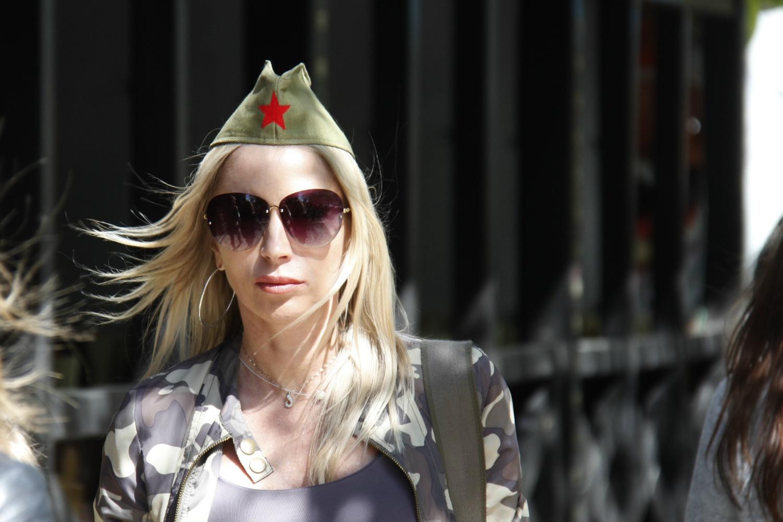 Девушки в пилотках: 10 красивых сибирячек в военных головных уборах