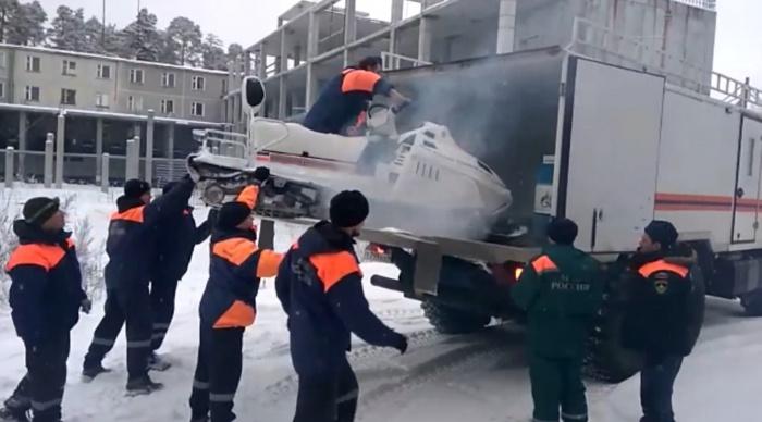 В Карпинский городской округ отправились восемь спасателей из Екатеринбурга
