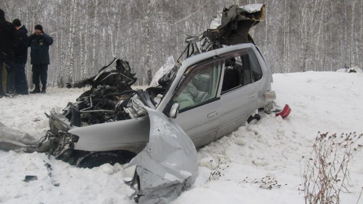 Под Новосибирском водитель «Мазды» погиб в ДТП с бензовозом