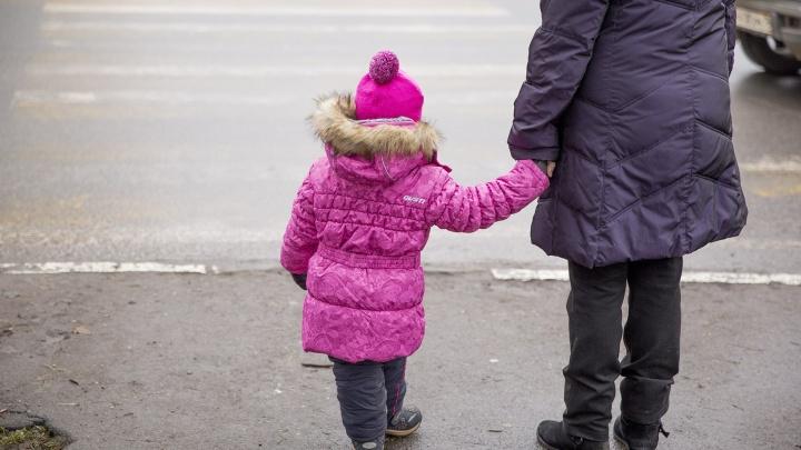 Хотят слишком много денег: частных нянь в Ярославле назвали самыми дорогими в стране