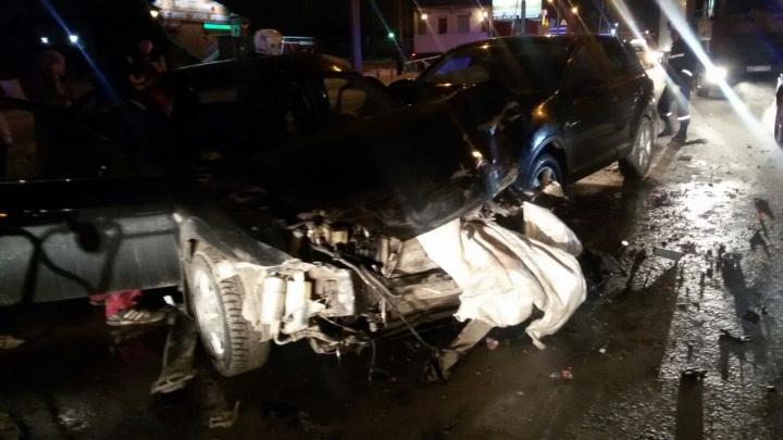 Массовое ДТП на Станционной: водитель «Форда» врезался в троллейбус