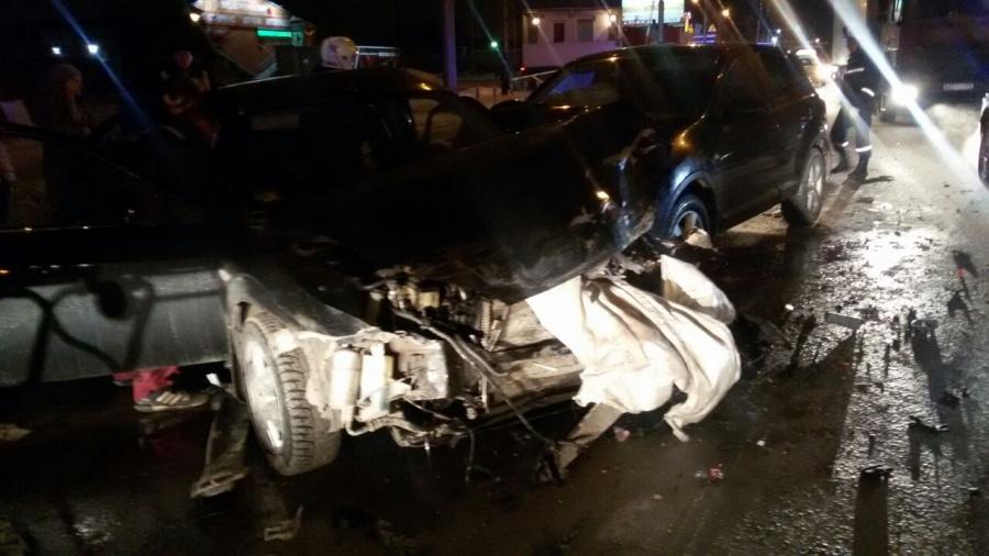 ВДТП иномарок итроллейбуса пострадали несколько человек