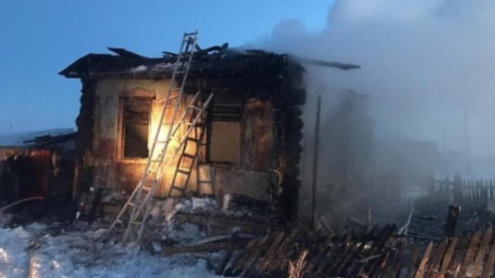 Матери удалось выбраться — она в больнице: в пожаре в Юргамышском районе погибли три ребёнка