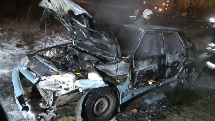 «Думала, петарда, а там огонь»: в районе Автовокзала подростки подожгли автомобиль