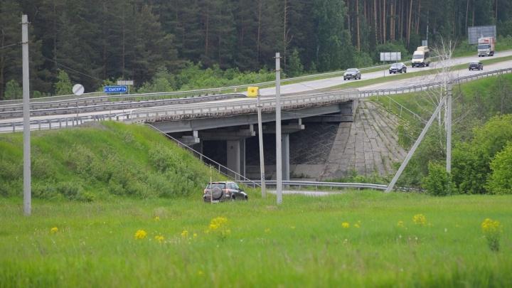 Екатеринбуржцы на 6 часов застряли на трассе из-за сломавшегося автобуса
