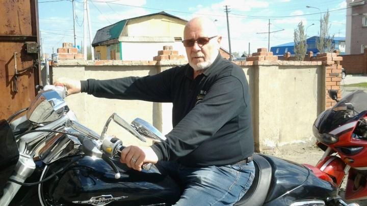 Возраст не помеха: омский пенсионер купил мотоцикл за полмиллиона иездил на байкерские тусовки