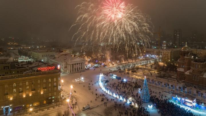 Новый год по-волгоградски: на улице пилят ёлки, экс-мужья ломают двери, а гости не хотят уходить