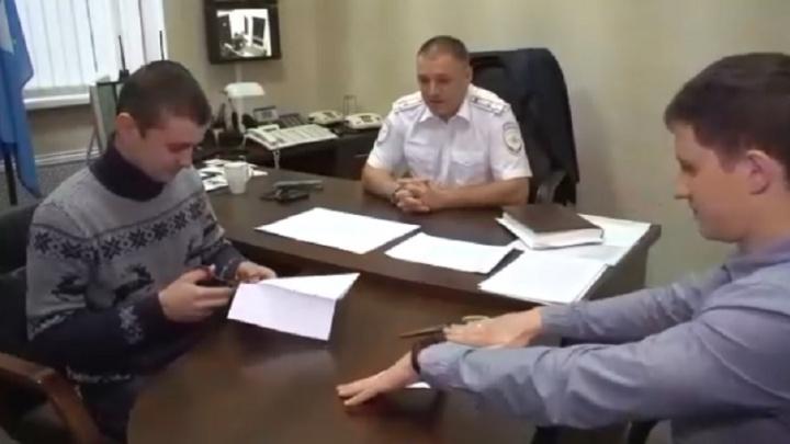 Экс-начальник УМВД Волгограда заставил калининградских полицейских вырезать снежинки
