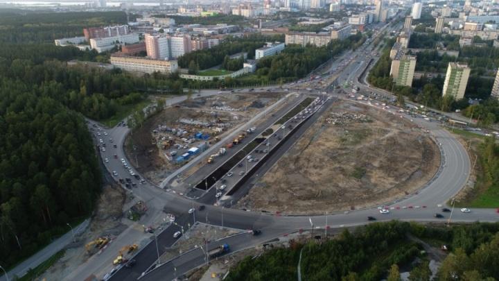 Через кольцо на Серафимы Дерябиной открыли сквозной проезд в обе стороны