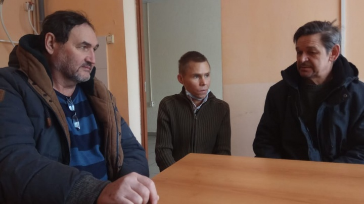 На самолете лететь запретили: с Урала отправили на родину мигранта, которого вытащили с того света