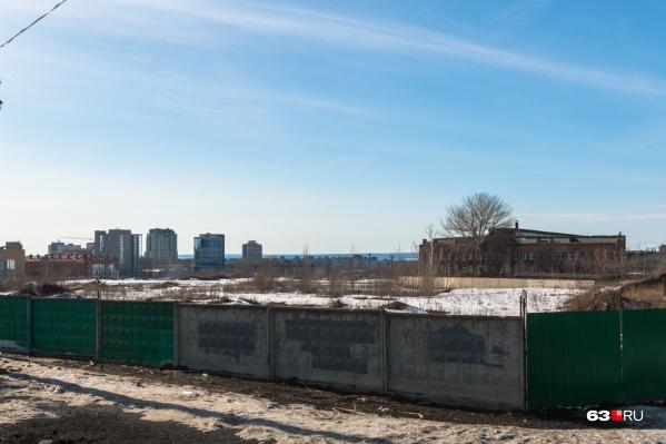 Участок находитсяв границах Луначарского, Мичурина и Московского шоссе