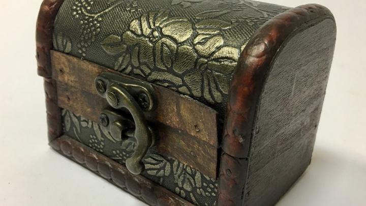 В старинной усадьбе уральского купца обнаружили сундук с бодрящими напитками