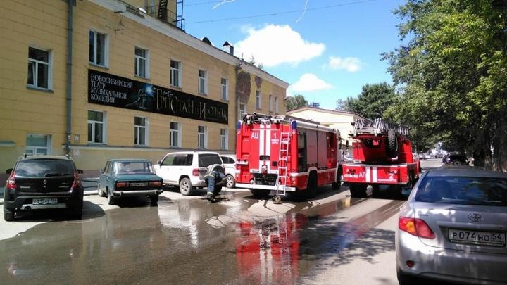 Сотрудников университета экономики эвакуировали из-за пожара в библиотеке