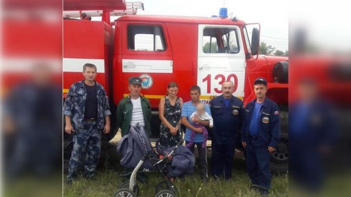 «Шли по следам от коляски»: пожарные рассказали, как искали под Сызранью семью с годовалым ребёнком