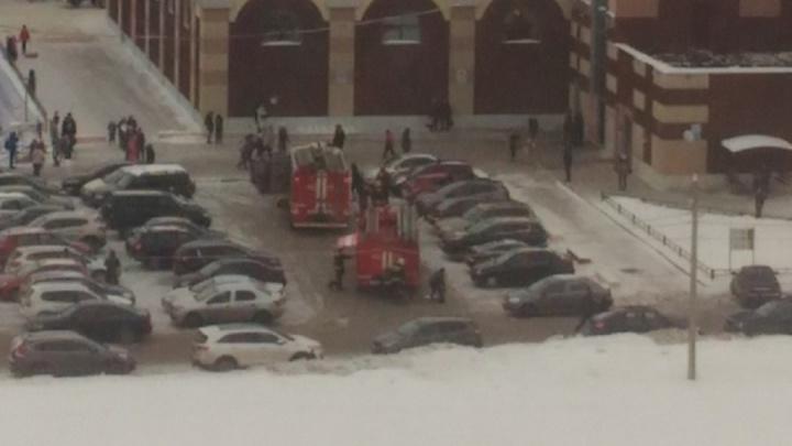 Пожарные машины примчались к торговому центру «Альтаир»: что случилось