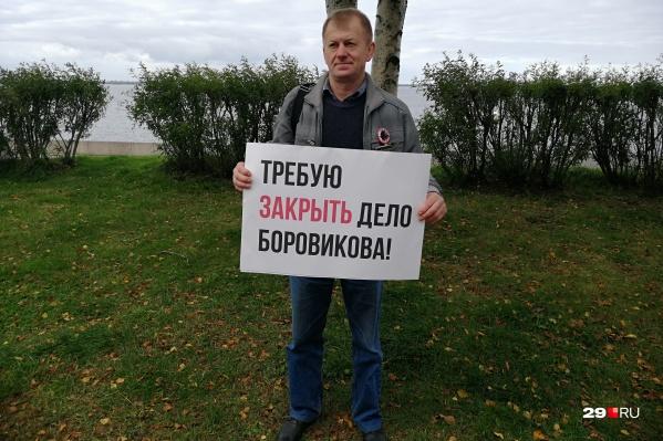 По словам Чеснокова, обыск прошел из-за дела Фонда борьбы с коррупцией