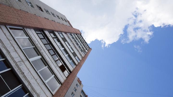 Выпала с высоты 14-го этажа: в Рыбинске насмерть разбилась школьница