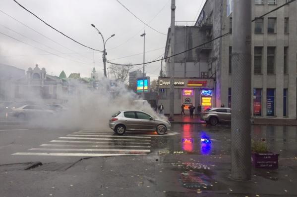 Очевидцы пытались потушить огонь до прибытия пожарных