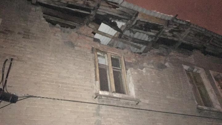 В доме на Южном проезде рухнула крыша двухэтажки