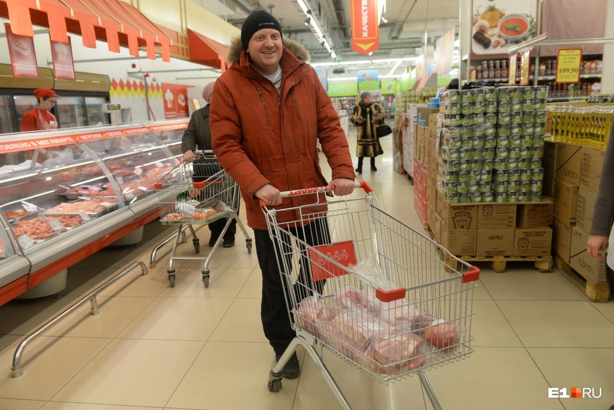 Репортаж из продуктовой корзины: что екатеринбуржцы закупили к Новому году