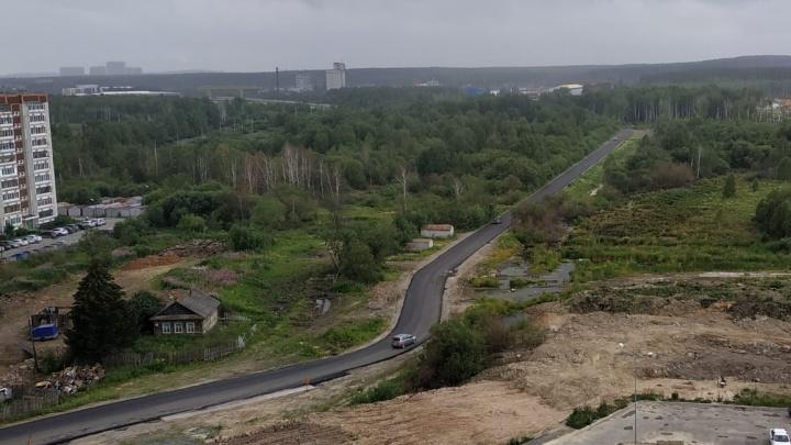 В Компрессорном отремонтировали убитую дорогу и решили запретить по ней движение грузовиков