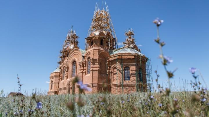 «В сарай не пойдут венчаться»: в Волгоградской области восстанавливают пропитанный ядом храм