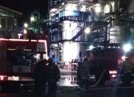 В Башкирии ночью загорелся завод технического углерода в Туймазы