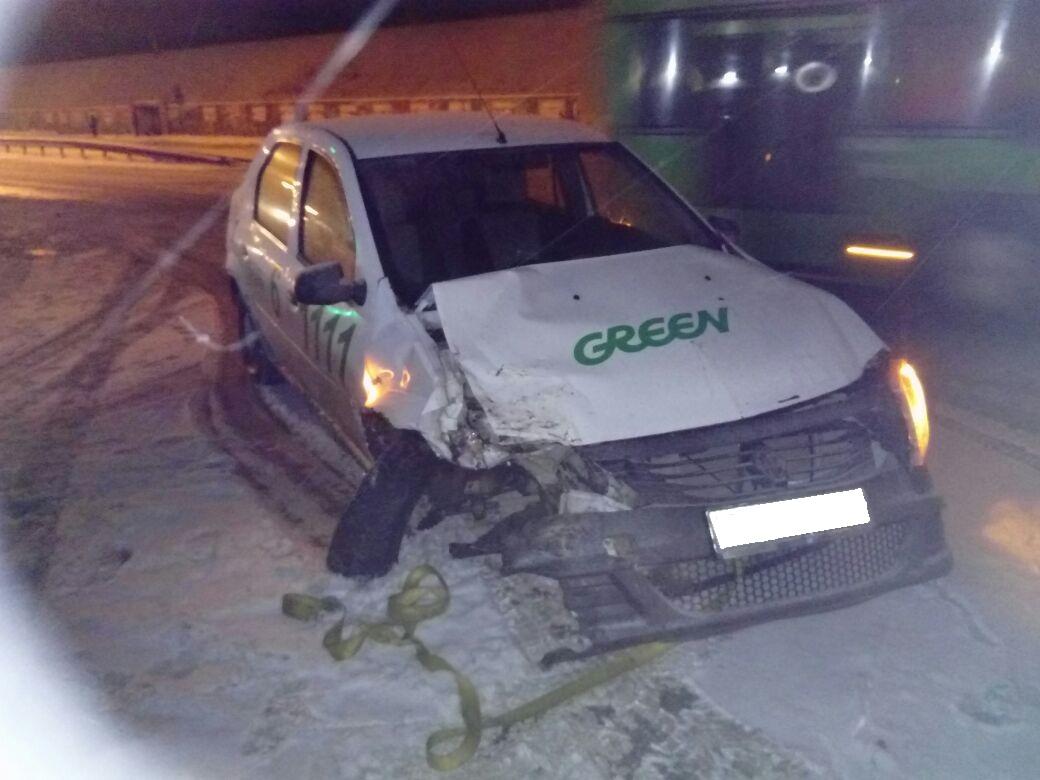 Шофёр  «Фольксвагена» отвлеклась отуправления иустроила тройное ДТП наСтаром шоссе