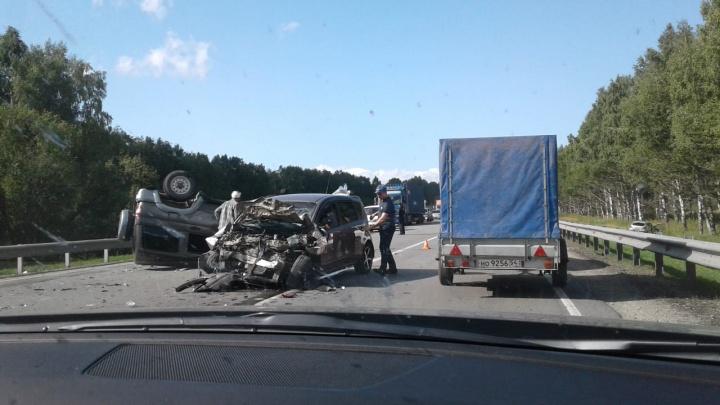УАЗ «Патриот» с семилетней девочкой опрокинулся после лобового ДТП на трассе