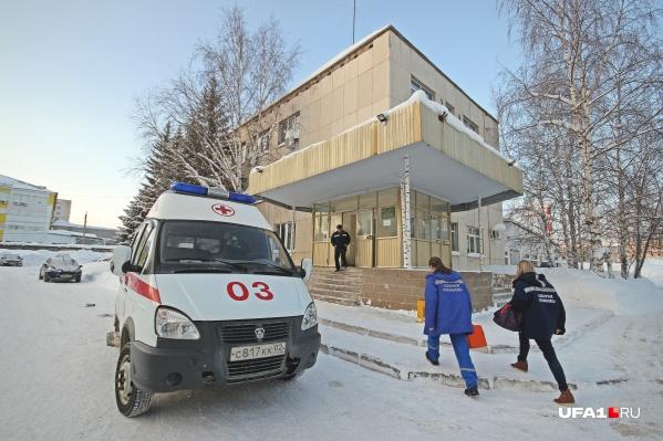 Нескольких детей машиной скорой помощи доставили в городскую больницу