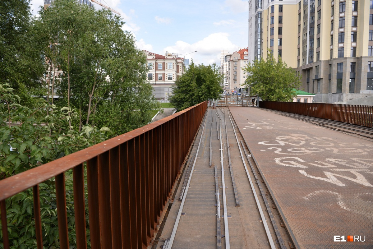 Как мосты Екатеринбурга прогибались перед властью и меняли названия: восемь историй