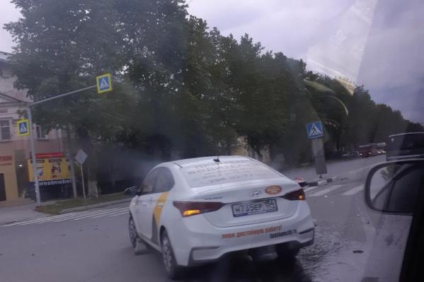 Очевидец опубликовал фото с места ДТП около 8 часов утра