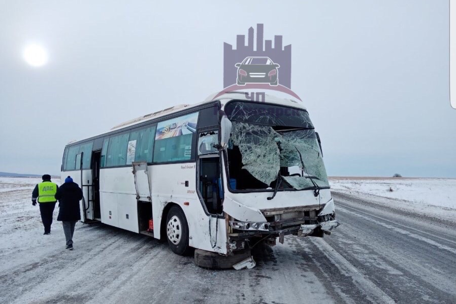 В автобусе за помощью к врачам обратились 2 пассажира