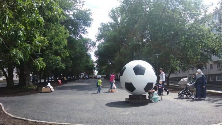 Уфа футбольная: в столице установили новый крутой арт-объект