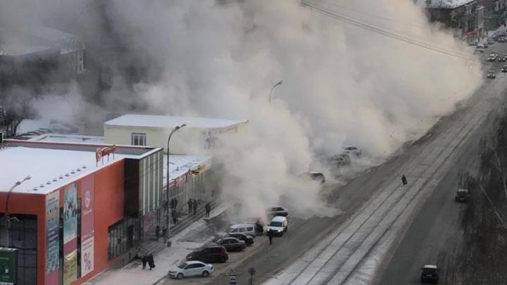 В Екатеринбурге умерла бабушка, обварившаяся кипятком после прорыва трубы на Уралмаше