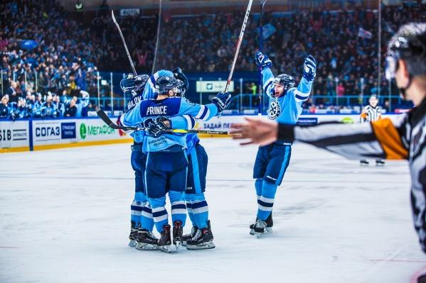 Новосибирские хоккеисты обыграли одного из лидеров КХЛ