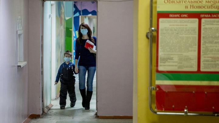 Женщина пожаловалась на огромную очередь в детской поликлинике на ОбьГЭСе