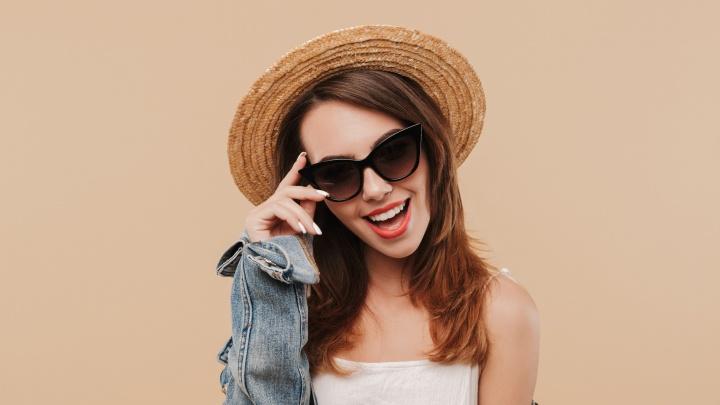 Тотальная распродажа солнцезащитных очков со скидками до 70% стартовала в салонах оптики