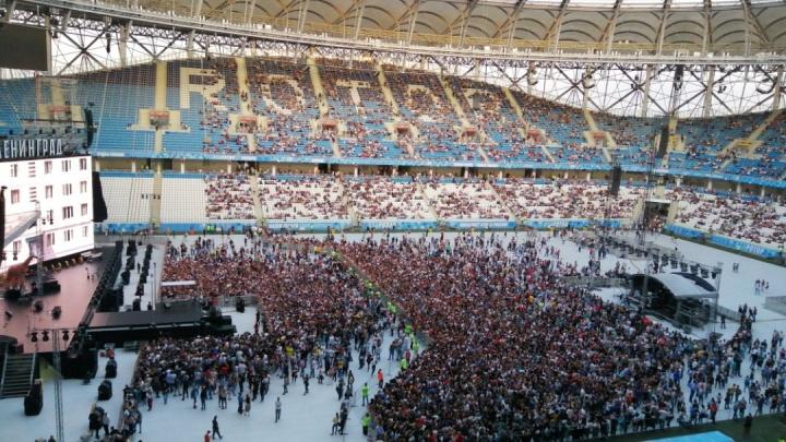 «Водил меня Серега»: на концерт «Ленинграда» пришли тысячи волгоградцев