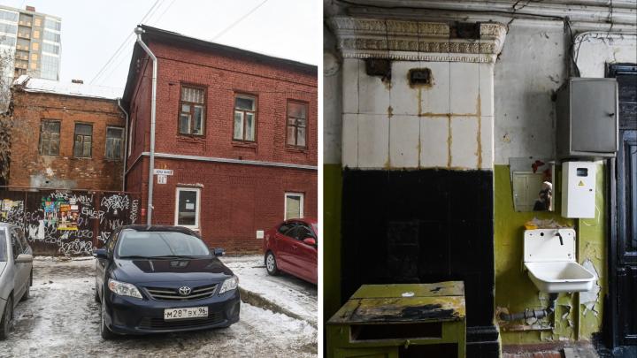 «Я живу в памятнике»: история 178-летнего дома на Карла Маркса, где нет ванных комнат и кухонь