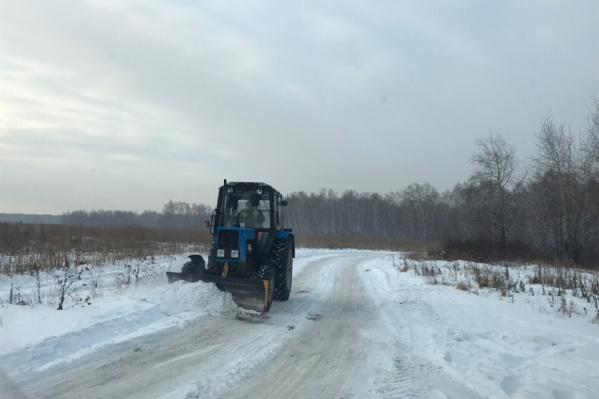 Дорогу начали чистить от снега и расширять для транспорта