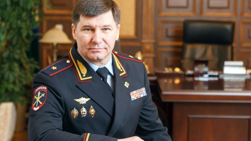 На начальника тюменской полиции (и машину с подложными номерами) вновь пожаловались президенту