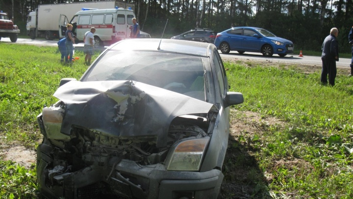 «Форды» разнесло по трассе: на М-8 авария с пострадавшими