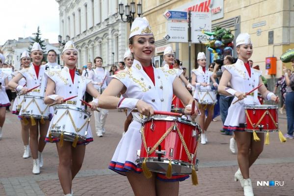 По главной улице с оркестром