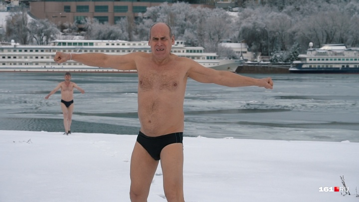 «Главное — не бояться»: донской морж дает мастер-класс по зимнему купанию