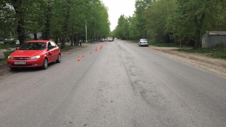 В Екатеринбурге школьница попала под машину, пытаясь сократить свой путь до кружка по танцам