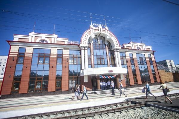 Происшествие случилось на станции Сеятель — мужчина попал под электропоезд и погиб