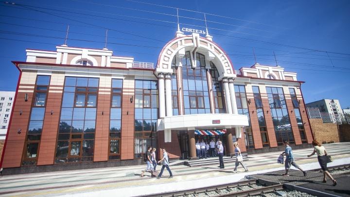 Электричка насмерть сбила мужчину на станции Сеятель