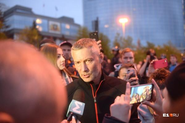 Евгений Ройзман на четвертый день пришел к защитникам сквера